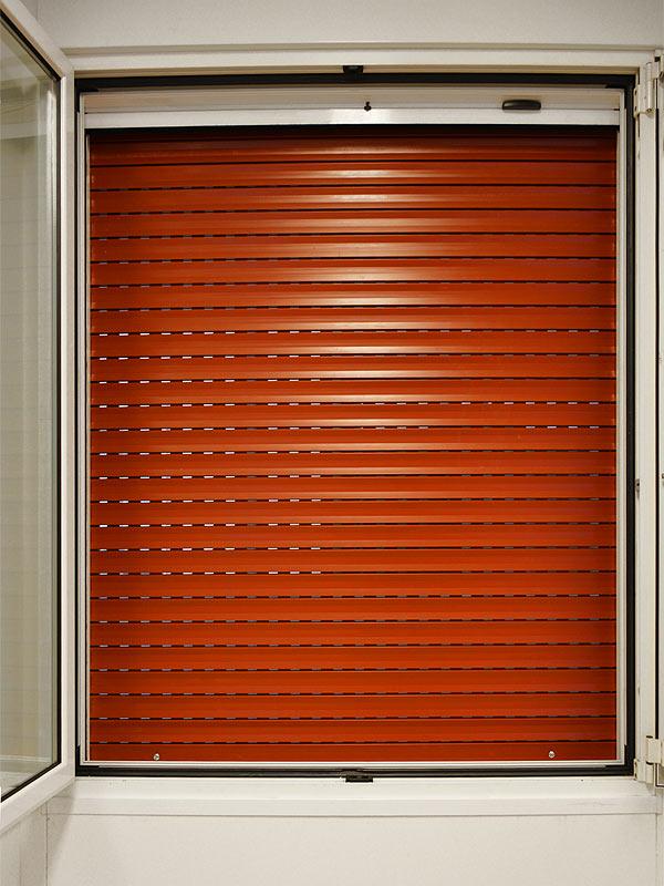 Avvolgibili e serrande la serranda avvolgibile viene normalmente utilizzata come chiusura nei - Serrande avvolgibili per finestre ...