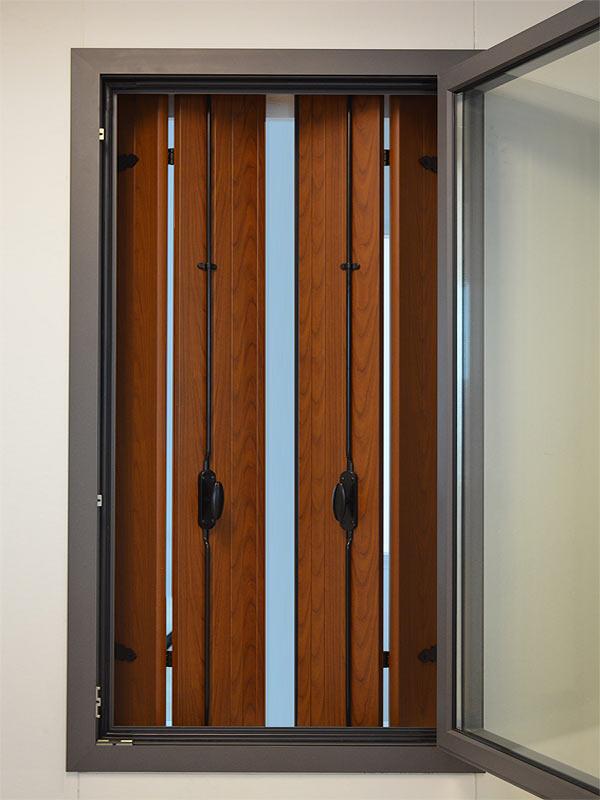 Cerniere per persiane id es de design d 39 int rieur - Porte finestre a libro ...