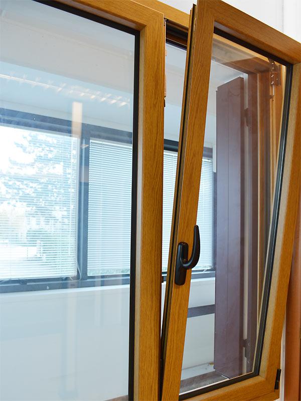 Finestre una finestra una apertura praticata in una for Finestre orizzontali
